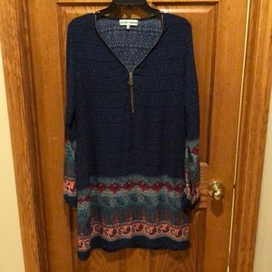 Almost Famous tunic.  Zipper front design.